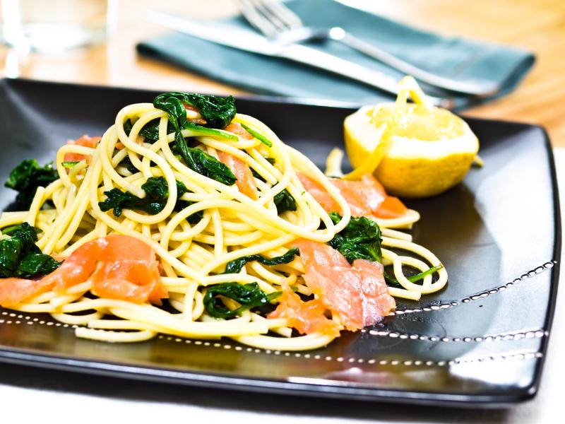 how to cook jollof spaghetti with smoked fish